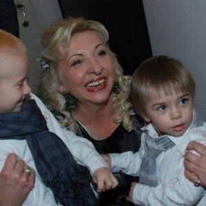 Bebisiterka - 63g, Beograd, 2. dece, 3 unuceta, u penziji, bavim se cuvanjem...